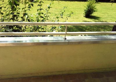 Balkon Brüstungsabdeckung und Abdichtung durch Flüssigfolie