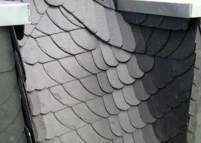 Komplettsanierung des Starßenseitigen Dachteiles